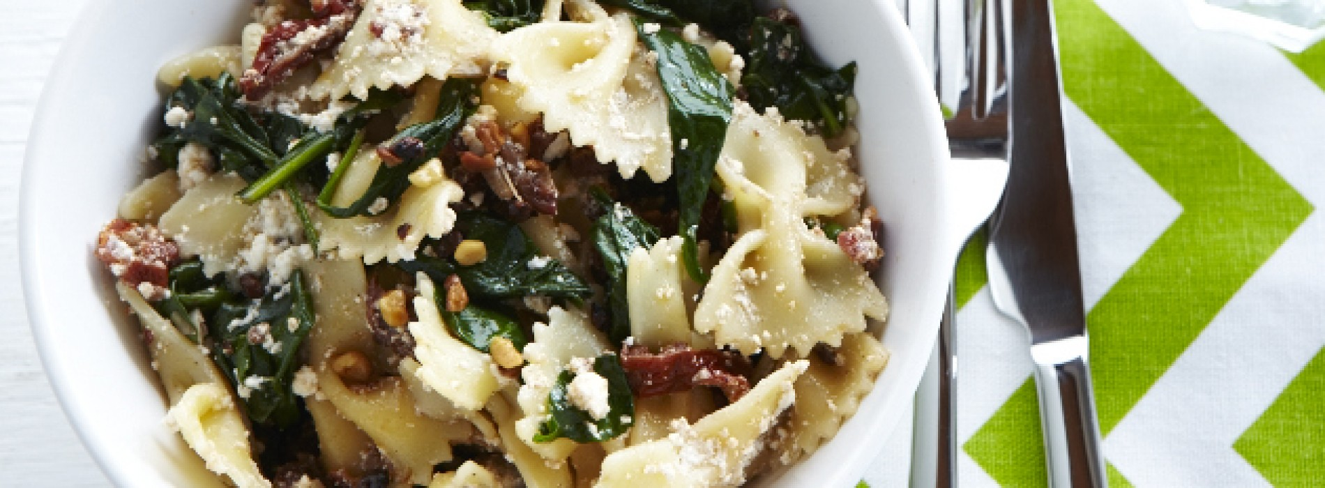 Sundried Tomato and Spinach Farfalle with Walnuts
