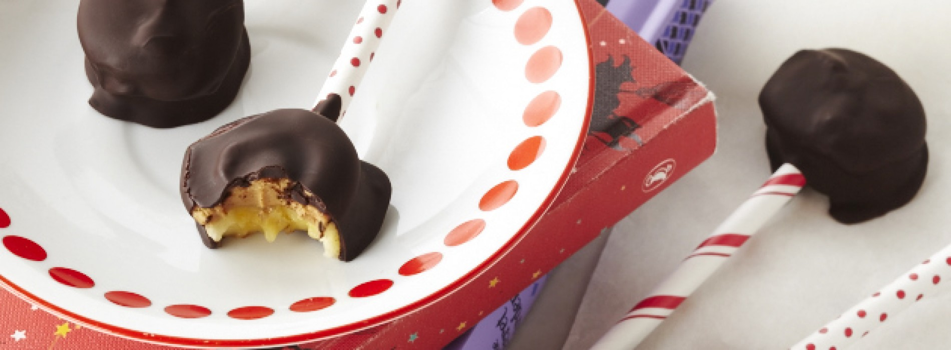 No-Bake Banana and Peanut Butter Lollipops with Dark Chocolate